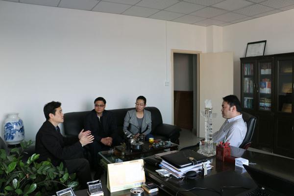 黎祺先生和李建东先生与凌院长进行相关问题的